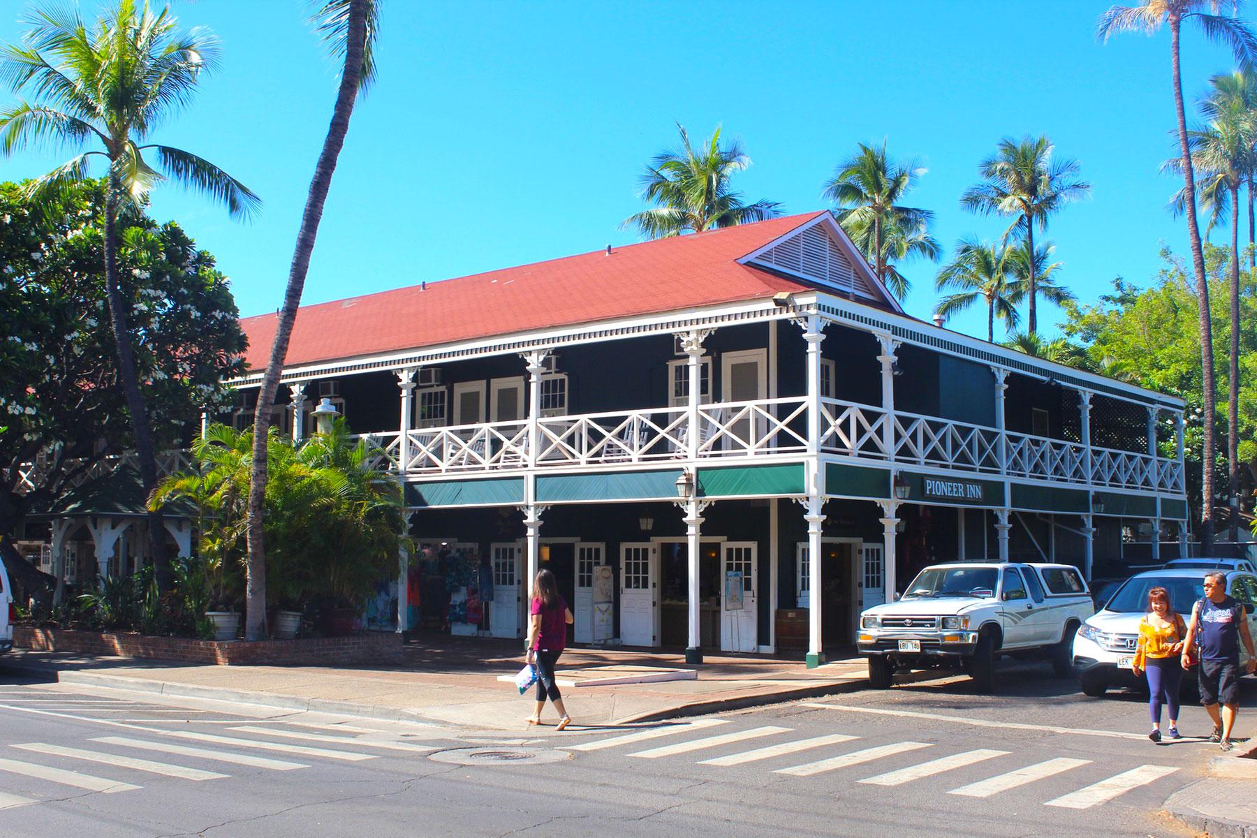 Streets of Lahaina, Maui - PearlMargaret.com